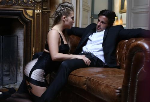 Alessandra Jane traviesa y en lencería adora tener la boca llena