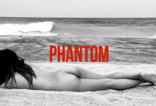 Phantom: Mar, arena, surf y chicas desnudas